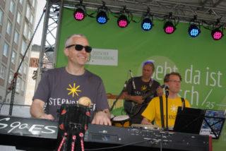 Claudius Kießig, stellvertretender Leiter der Manege in Berlin-Marzahn, stand als Keyboarder der Band Patchwork Donnerstag, Freitag und Samstag auf Leipzigs Bühnen. Foto: SMMP/Bock