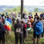 """Innehalten am höchsten Punkt der Wanderung. Dazu der Gedanke von Emund Hillary: """"Nicht der Berg ist es, den man beziwngt, sondern das eigene Ich."""" Foto: SMMP/Bock"""