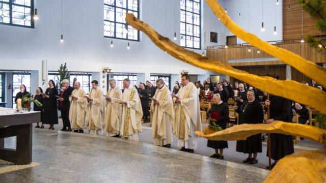 Feierlicher Auszug nach dem Gottesdienst. Foto: SMMP/Ulrich Bock