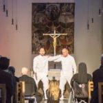 Der Altarraum ist für das Stück die perfekte Bühne. Foto: SMMP/Bock