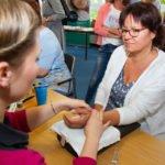 Bei der Ergotherapie war die Handmassage sehr beliebt. (Foto: Bock/SMMP)