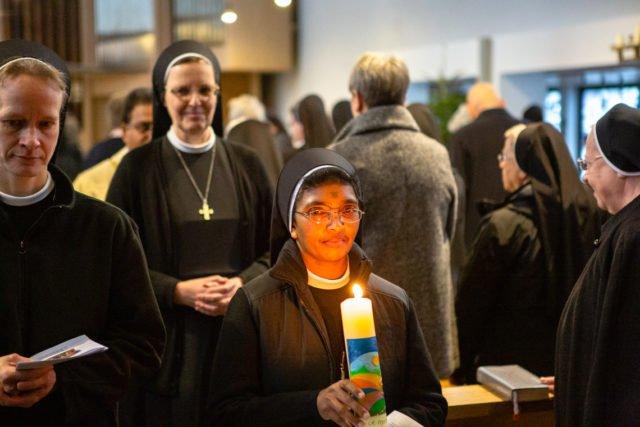 Schwester Prisca hat ihr Noviziat beendet und ihre erste zeitliche Profess abgelegt. (Foto: SMMP/Beer)