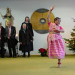 Mit einem indischen Tanz gratulierte eine Mitschwester aus Westerholt zur Profess. (Foto: SMMP/Beer)