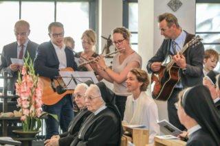 Auch die Familie von Schwester Ruth trägt gmeinsam mit ihr zur musikalischen Gestaltung bei. Foto: SMMP/Ulrich Bock