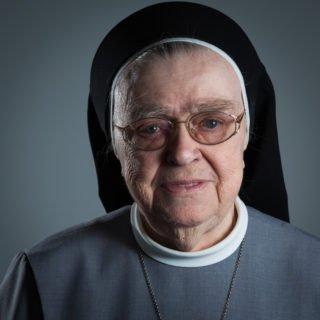 Schwester Benigna Erdmann †