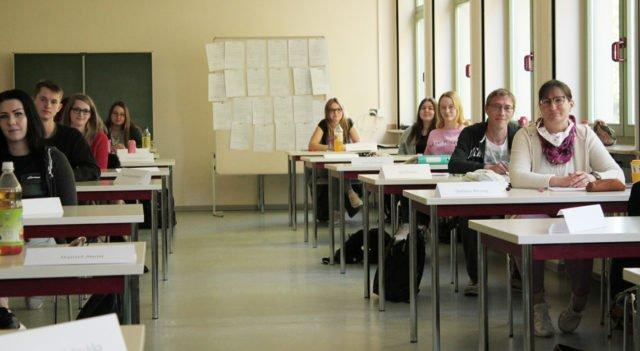 Unterricht mit Sicherheitsabstand an der Pflegeschule der Gesundheitsakademie SMMP in Geseke. Foto: Ahmetspahic/SMMP