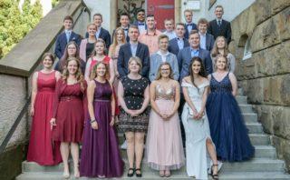 Gruppenfoto mit der ersten Entlassklasse an der Walburgisrealschule 2019. Solche Aufnahmen werden 2020 nicht möglich sein. Foto: SMMP/Christoph Scholz