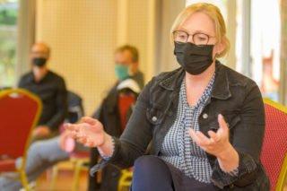Michaela Bertelt, Bereichsleiterin der SMMP Servicedienste für die Reinigung, bringt ihre Sicht der Dinge ein. Foto: SMMP/Ulrich Bock